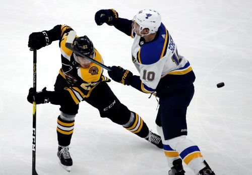 Rask ties Bruins record for wins in 5-2 victory over Blues