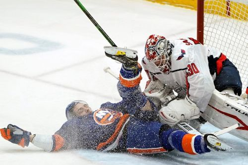 Capitals beat Isles 1-0 in SO to reclaim sole East lead