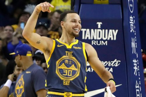 Warriors destroy Bulls, Curry now third on NBA's 3-pointer list