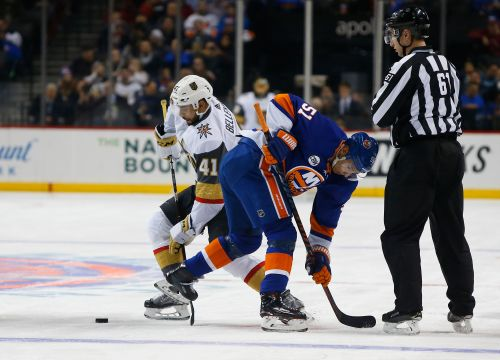 Nosek's goal in 3rd helps Golden Knights beat Islanders 3-2