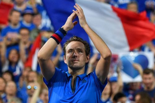 Pouille questions use of clay for Davis Cup final