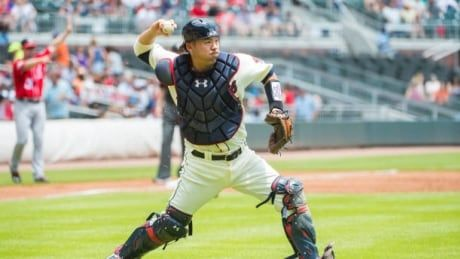 Nationals sign ex-Braves catcher Suzuki to 2-year deal: report