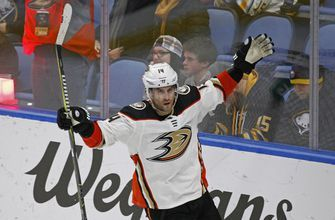 Adam Henrique signs 5-year extension with Anaheim Ducks