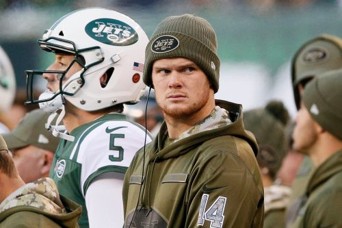 Sam Darnold loses boot but doesn't gain much clarity