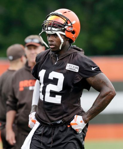 Gordon back with Browns, watches teammates practice
