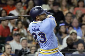 Cruz's double in 8th helps Mariners beat Astros 5-2