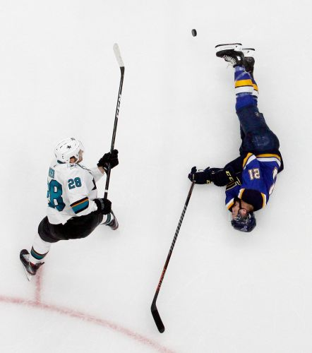 Binnington sparkles again, Blues top Sharks to tie series