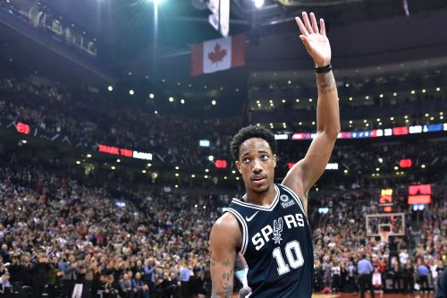 DeMar DeRozan gets huge ovation in return to Toronto