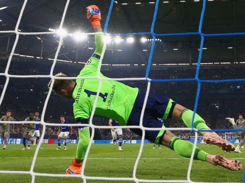 Schalke 1 Porto 1: Fahrmann saves one penalty, but Otavio scores another