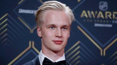 Vancouver's Pettersson takes home Calder Trophy, Calgary's Giordano wins Norris