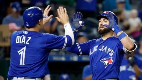 Pillar homers in 8th to help Jays rally past Royals