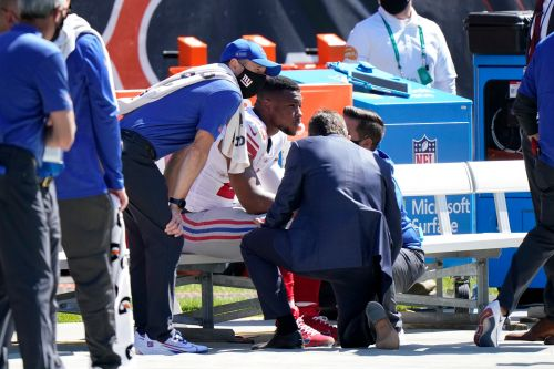 Giants star RB Saquon Barkley out for rest of season with torn ACL