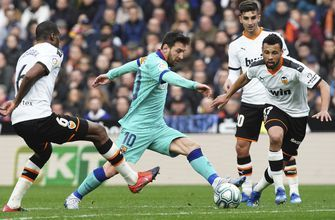 Valencia beats Barcelona 2-0 to inflict 1st loss on Setién