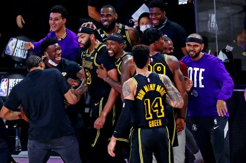 Opinion: Lakers' Anthony Davis channels Kobe Bryant for biggest moment of his career