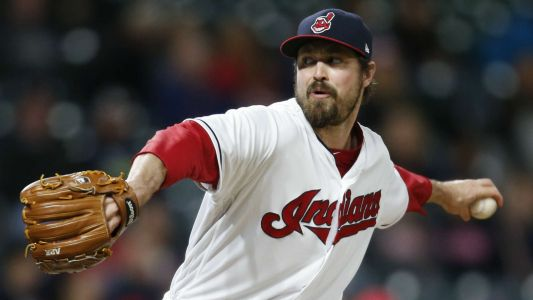 MLB hot stove: Phillies 'strongly on' reliever Andrew Miller, report says