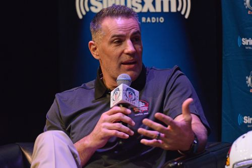 Kurt Warner emerging for Boomer Esiason's Super Bowl gig