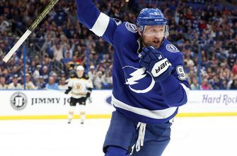 Steven Stamkos tallies 4 points as Lightning storm back in 3rd period to take down Bruins 5-4