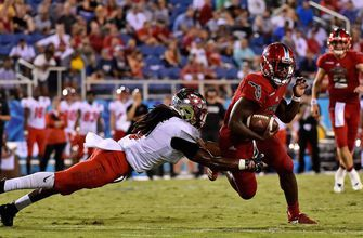 Singletary's banner day lifts FAU over W Kentucky 34-15