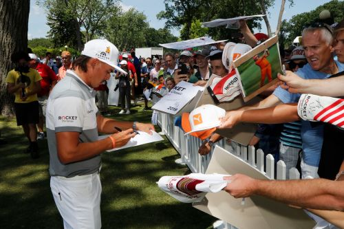 Rickie Fowler has the Motor City's attention at inaugural Rocket Mortgage Classic