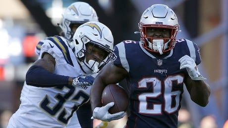 Patriots dispatch Chargers to reach 8th straight AFC title game