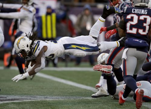 Saints topple Eagles 20-14; Pats rout Chargers 41-28