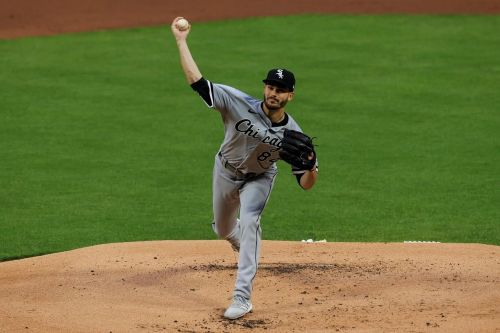 Cease stars with arm and bat as White Sox roll past Reds 9-0