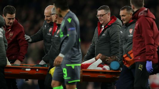 Man Utd stars rally behind Arsenal forward Welbeck after horror injury