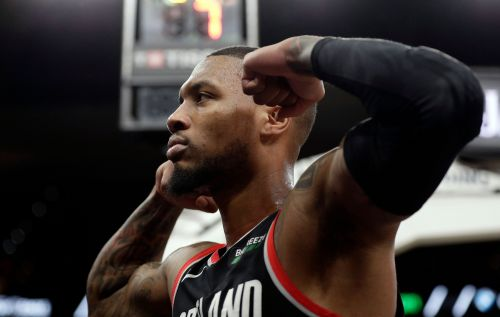 Spurs win eighth straight as Blazers lose McCollum to injury