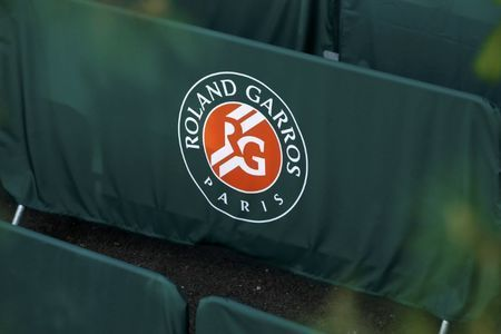 French Open organizers launch assault on tardy diners