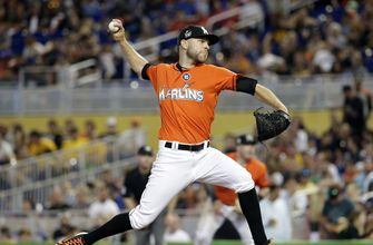 AP source: David Phelps agrees to 1-year deal with Blue Jays