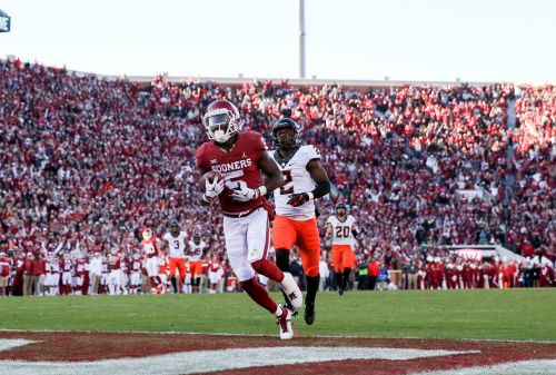 No. 6 Oklahoma survives Oklahoma State with stop on late two-point conversion