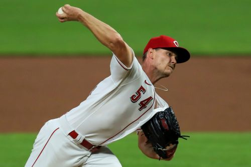 Reds vs. Brewers prediction: Take Under in pitchers' duel