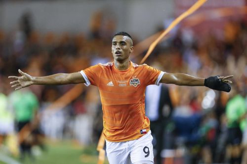 Mauro Manotas signs three-year contract with Dynamo