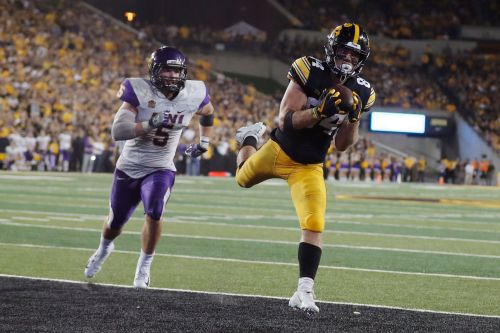 Hawkeyes find rhythm in passing game with Wisconsin next