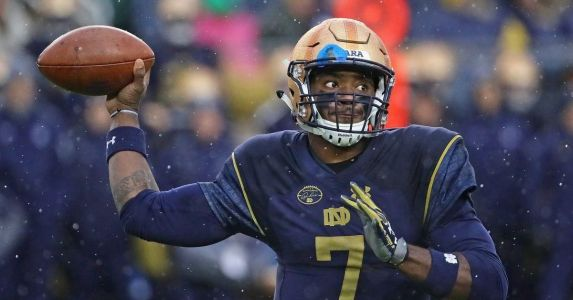 Notre Dame Football: Brandon Wimbush Not on Davey O'Brien Award Watch List