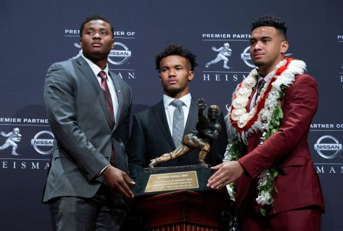 Oklahoma's Murray edges Alabama's Tagovailoa for Heisman