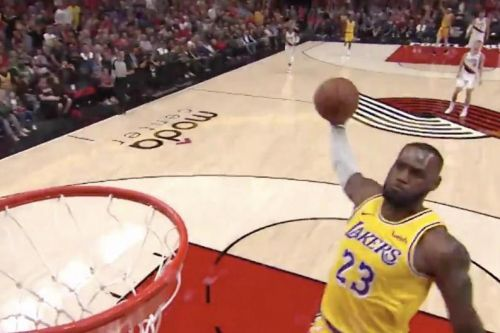 Watch: LeBron James starts Lakers tenure with consecutive dunks