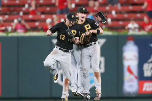 Watch: Pirates come up clutch in ninth, beat Cardinals
