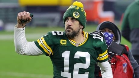 Aaron Rodgers lifts Packers past Rams to reach NFC title game