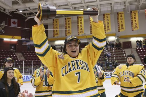 Canada's Elizabeth Giguere earns Patty Kazmaier Award in NCAA women's hockey