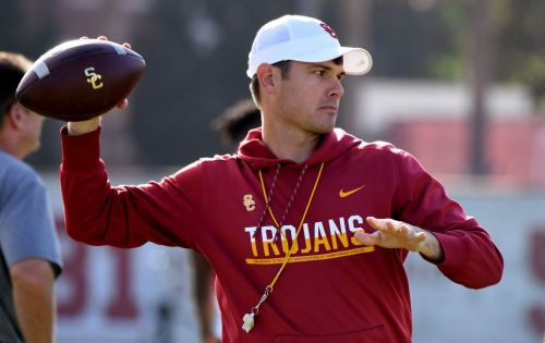 USC quarterbacks coach Bryan Ellis out to prove he's the total package