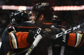 Ducks stay hot, beat Islanders 4-1