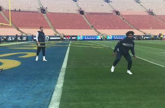 Watch Ezekiel Elliott warm up before the Cowboys take on the Rams