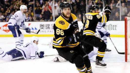 Bruins' Pastrnak nets hat trick as Maple Leafs suffer first road loss of season