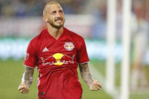 Red Bulls win second straight in ugly, muddy battle