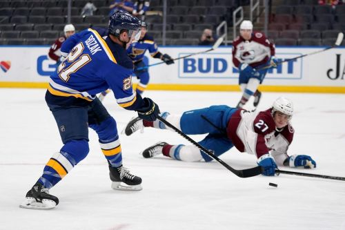 Burakovsky scores 2, Avs beat Blues to clinch playoff berth