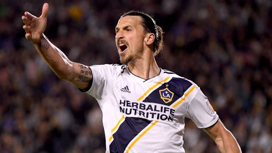 Galaxy's Zlatan Ibrahimovic shown red for slapping opponent