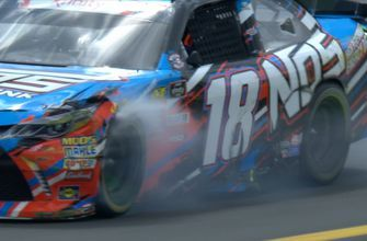 Kyle Busch spins out on late restart at Charlotte | 2018 NASCAR XFINITY SERIES | FOX NASCAR
