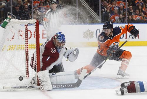 Avs' Varlamov stands tall in net as Oilers drop fourth straight game