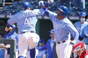 Carlos Santana, Salvador Pérez homers power Royals to 6-1 win over Angels